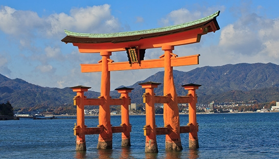 Japan aims to double tourist numbers by 2020, faces 9 million gap